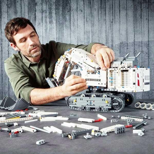 لگو خیلی بزرگ مدل بیل مکانیکی